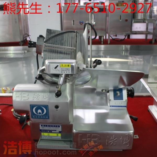 上海羊肉切片机工作原理 不同的切片机切片的方法也不同,比如试验中要处理细胞或者组织,从而方便用显微镜进行观察实验。用于光学显微镜的有旋转式和滑走式切片机,用于电子显微镜的有超薄切片机,使用玻璃刀制作超薄切片。 在造纸行业也需要用到切片机,适用刀盘式切片机,鼓式切片机,螺旋切片机等。刀盘式切片机由刀盘、机壳、喂料槽以及传动装置等部分组成,工作原理是利用沉重的刀盘起到飞轮的作用,稳定切片。 还有一种是将聚合物带条切成颗粒。这就需要一个特殊的切片机,这种切片机由导条板、喂入辊、加压辊、旋转刀盘组成。工作原理是